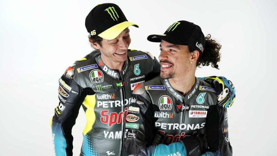 Valentino Rossi (42 anni) e Franco Morbidelli (26 anni) compagni di squadra in Petronas.