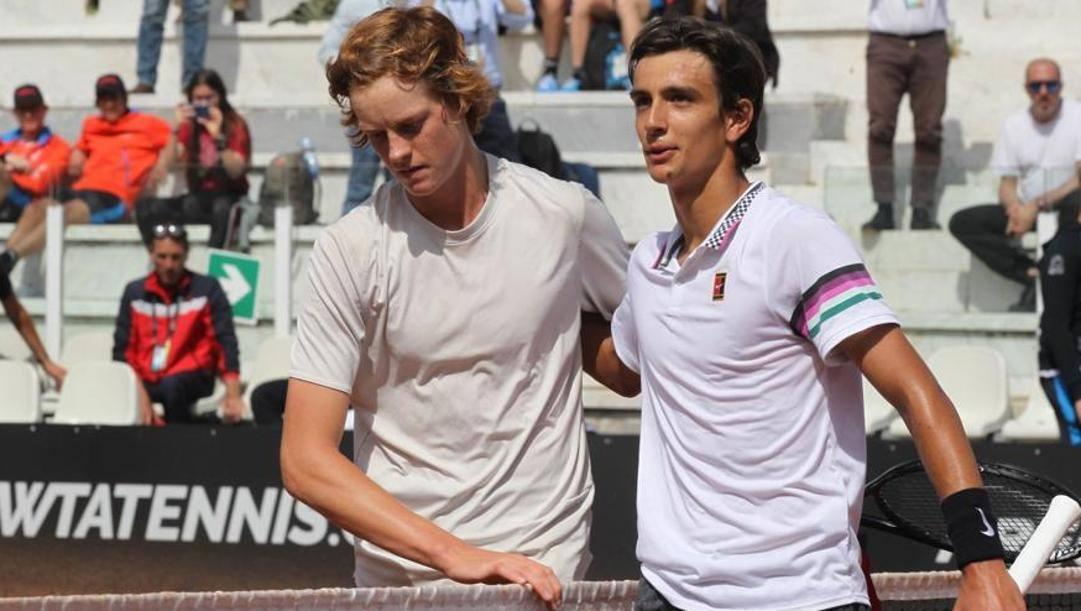 A sinistra Jannik Sinner (19 anni), a destra Lorenzo Musetti (19 anni anche lui)