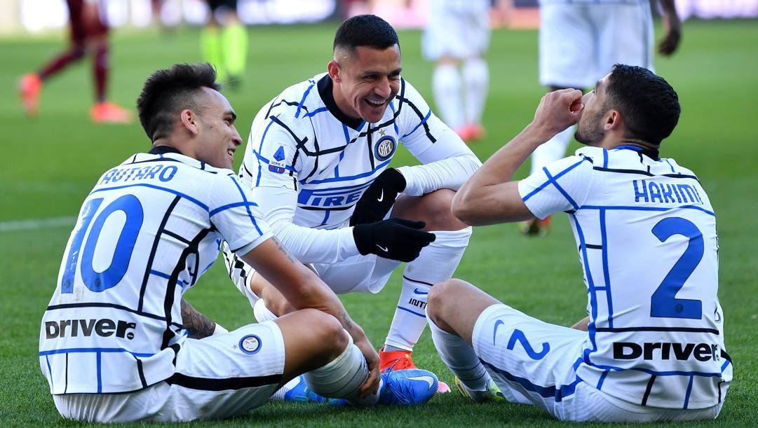 Lautaro e Sanchez festeggiano con Hakimi dopo il 2-1 al Torino. Getty