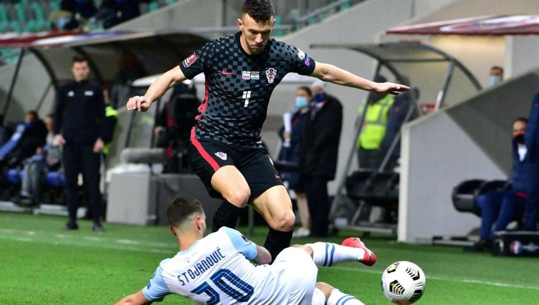 Ivan Perisic in azione contro la Slovenia. Epa