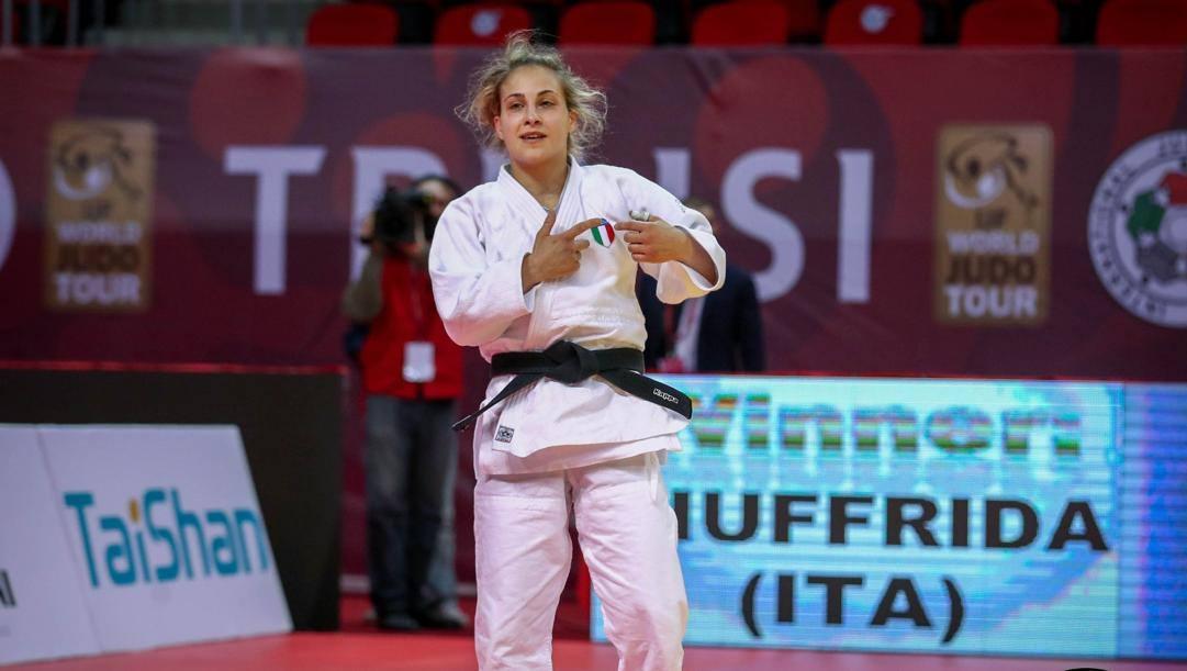 Odette Giuffrida esulta dopo la vittoria nei 52 kg