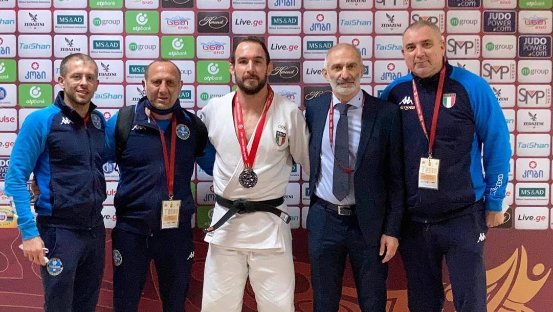 Mungai con i coach e lo staff azzurro a Tbilisi