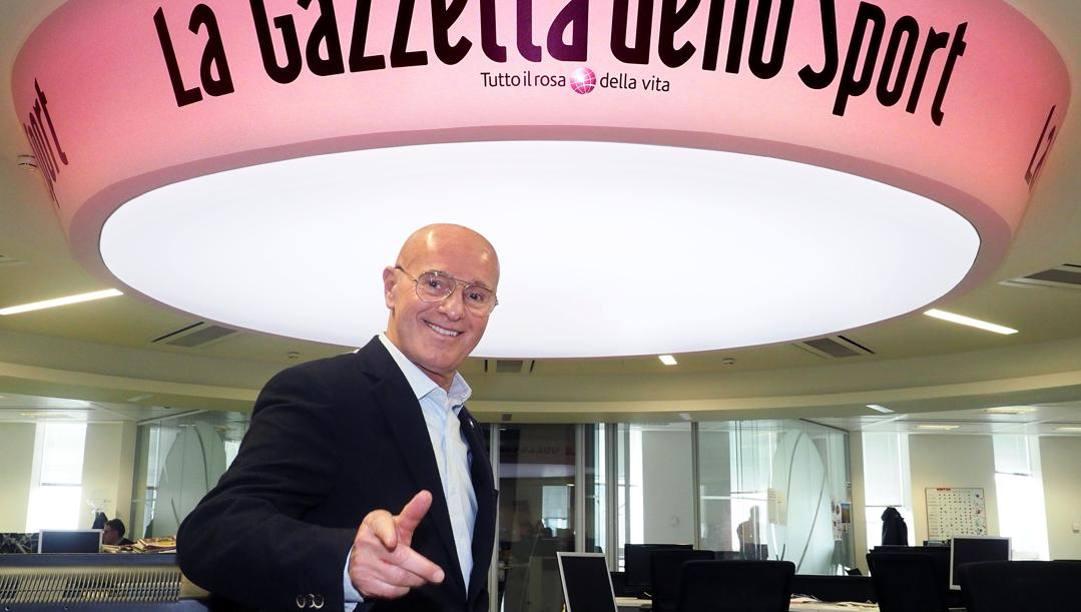 Arrigo Sacchi nella redazione della Gazzetta. Bozzani