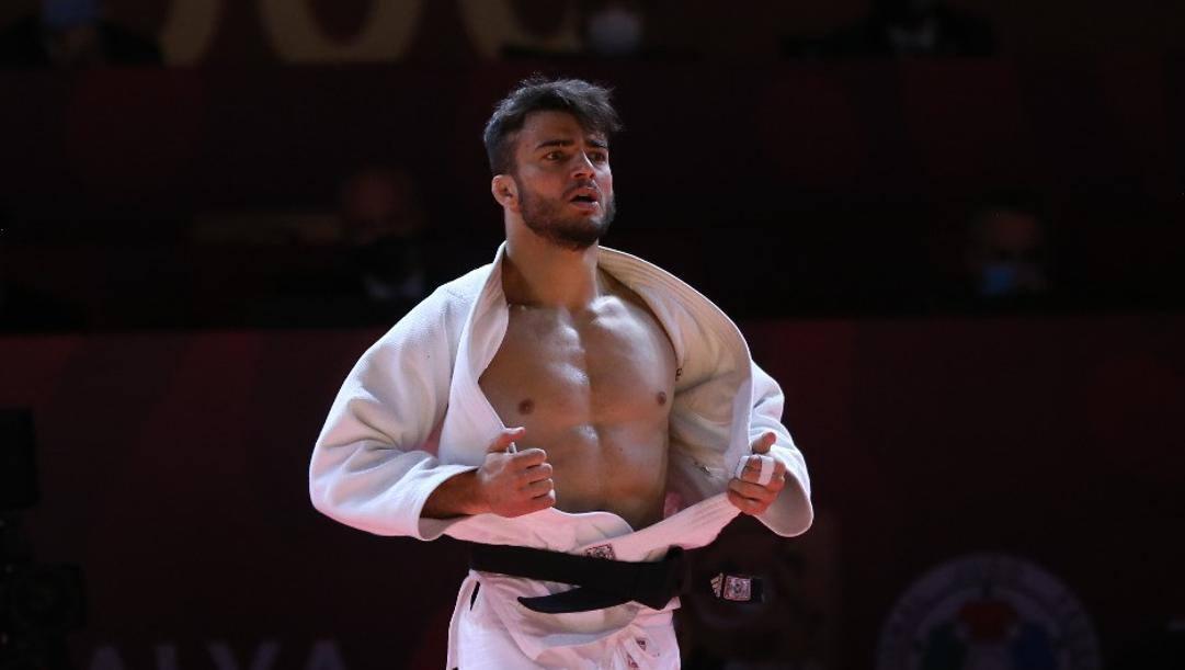Fabio Basile esulta dopo la vittoria nei 73 kg