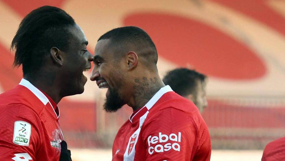 Mario Balotelli e Kevin Prince Boateng. Ansa
