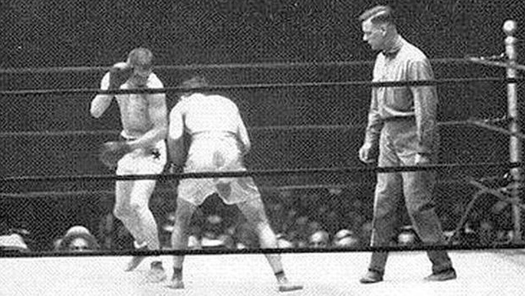 Johnny Dundee e Johnny Ray sul ring a Pittsburgh