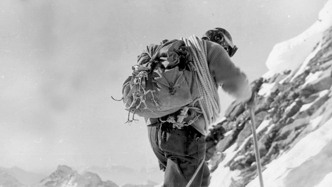 Walter Bonatti sulla parete nord del Cervino nel 1965