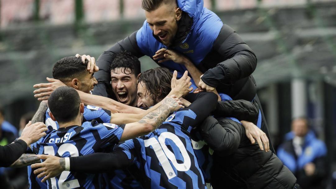 Festa Inter dopo il gol di Darmian. Ap
