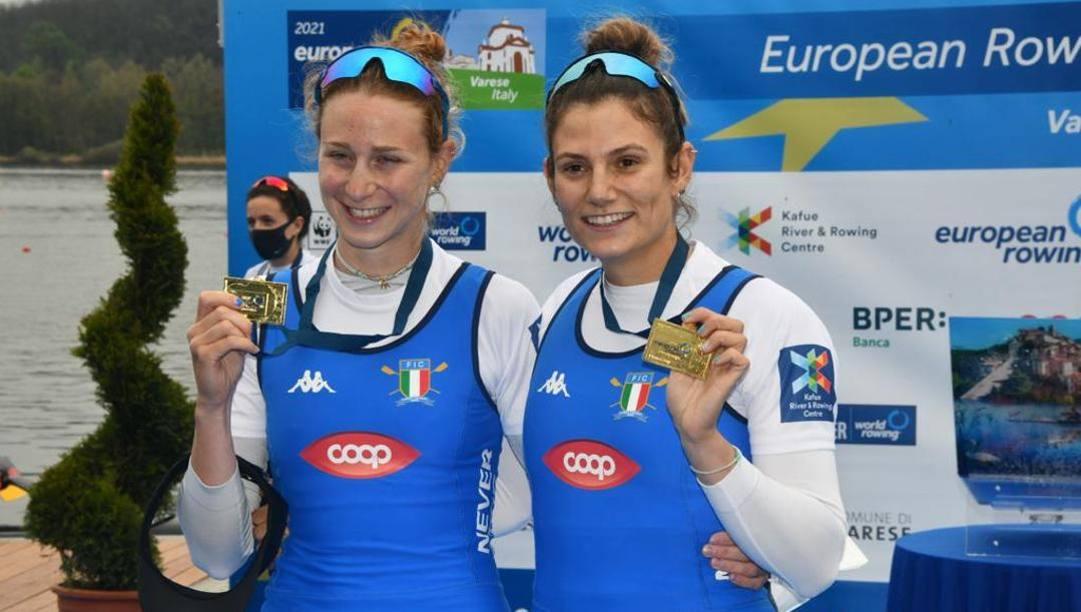 Valentina Rodini e Federica Cesarini , oro nel doppio pesi leggeri agli Europei di Varese. Perna/Canottaggio.org