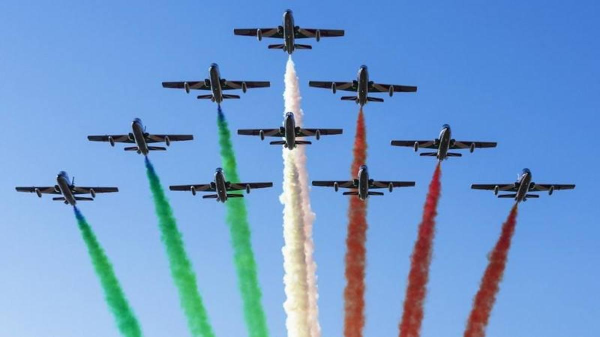 Frecce Tricolori at the Imola GP: the link between Aeronautics and engines  is renewed - Ruetir