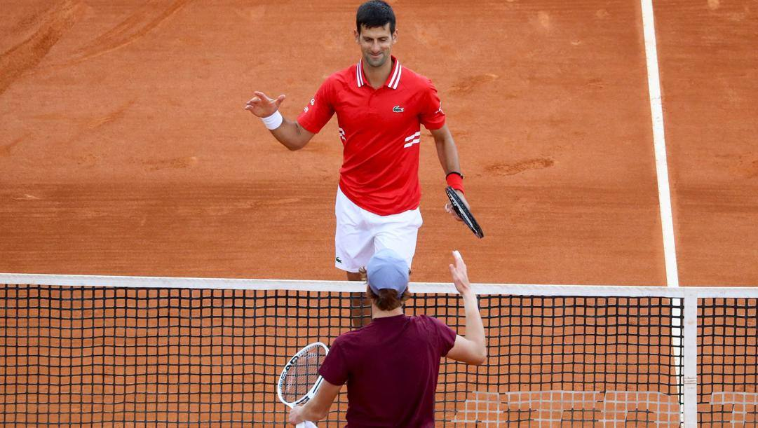 Novak Djokovic e Jannik Sinner. AFP