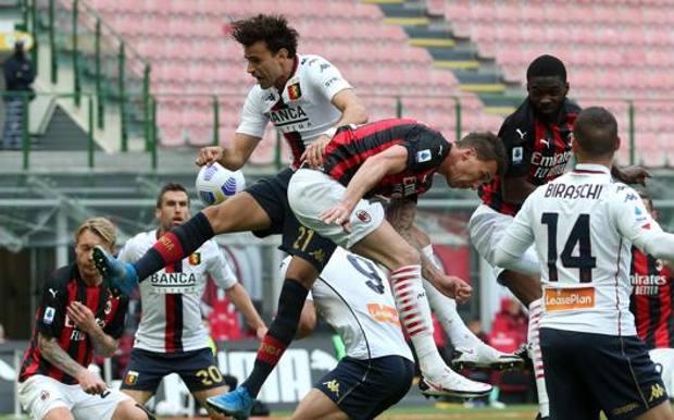 L'autogol di Gianluca Scamacca: è il 2-1 rossonero. Ansa