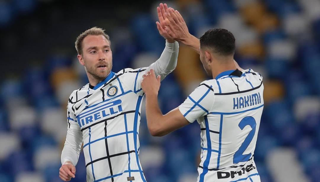 Eriksen con Hakimi dopo il gol al Napoli. Getty