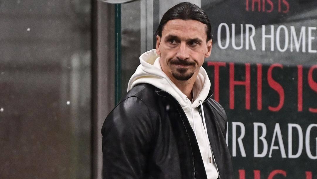 La delusione di Zlatan Ibrahimovic, che causa infortunio ha assistito dalla tribuna alla sconfitta. Afp