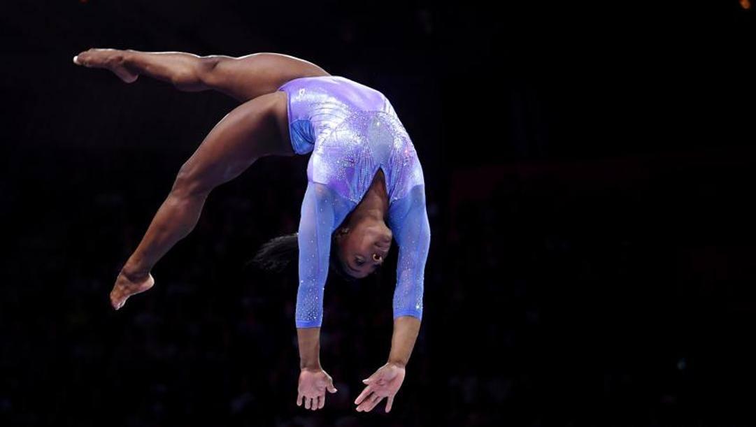 Simone Biles (24 anni) vive e si allena a Houston, dove è seguita dai francesi Cecile e Laurent Landi