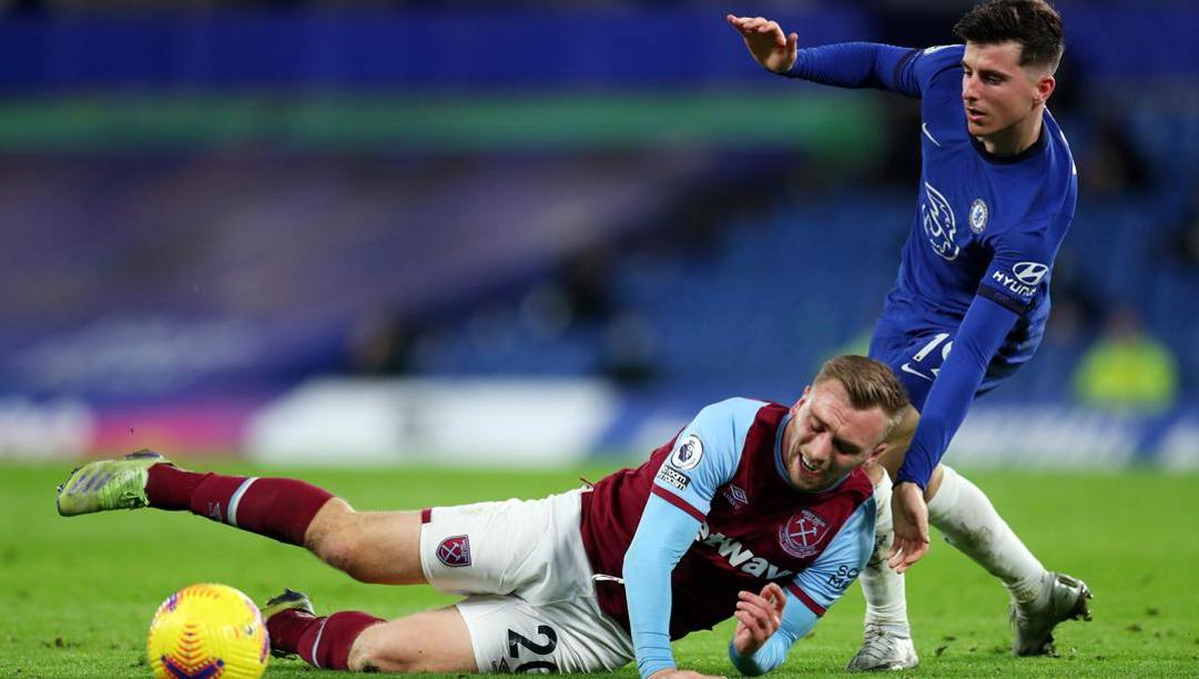 Jarrod Bowen del West Ham e Mason Mount del Chelsea nella sfida d'andata. Getty