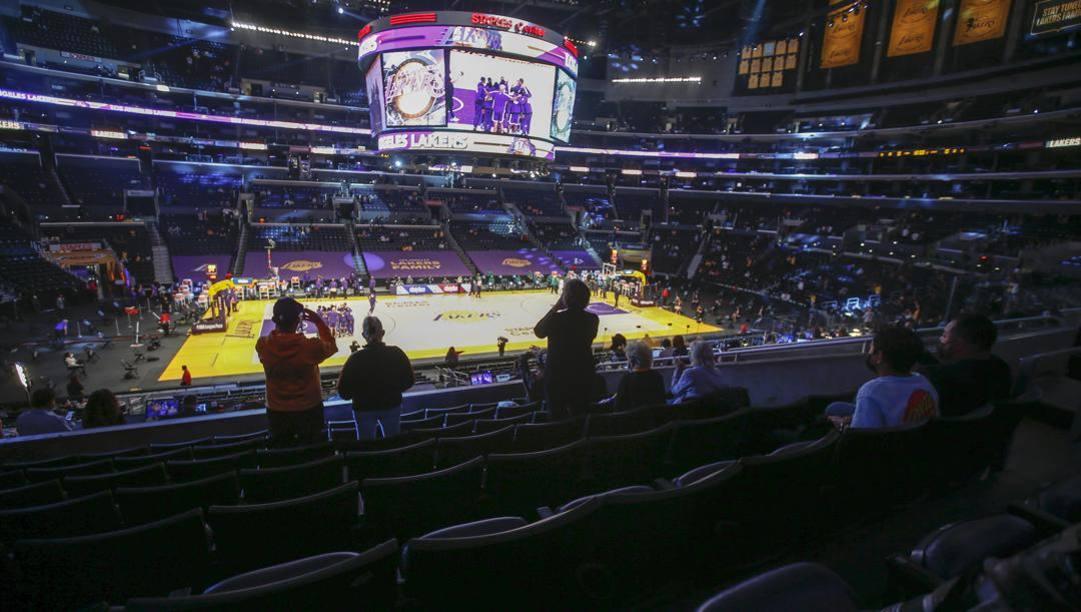 Lo Staples Center in versione Lakers ha accolto per la prima volta i tifosi per la sfida con Boston del 15 aprile. Fabrizio Palanca era uno dei 1915 fans ammessi nell'arena. LaPresse