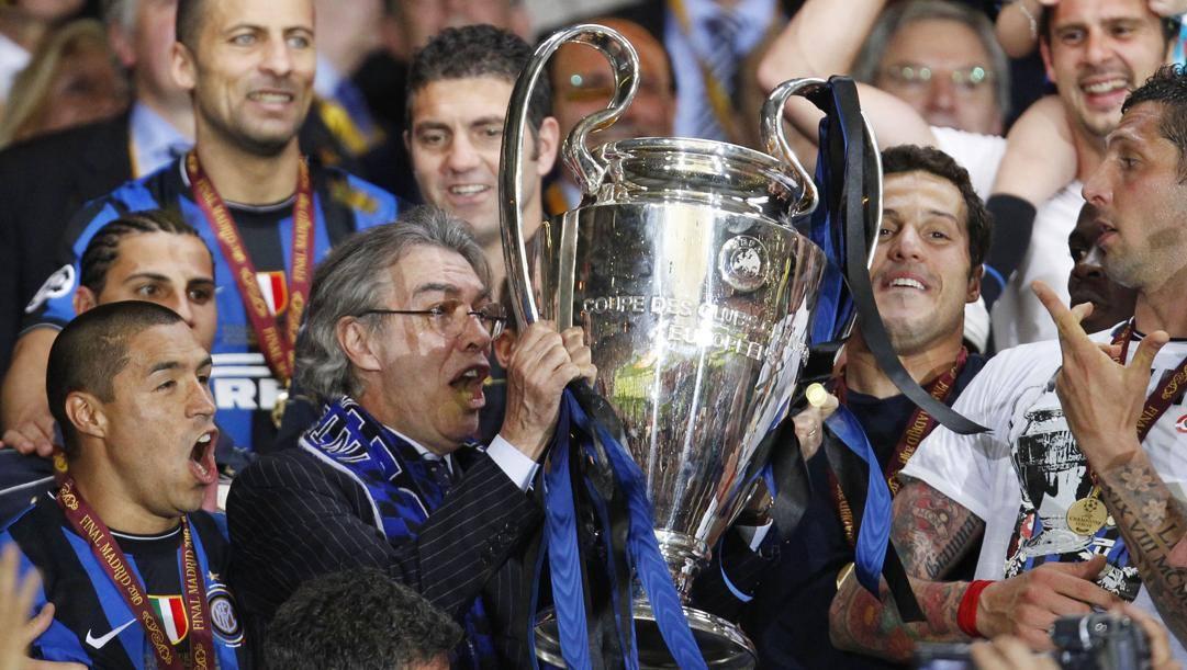 Massimo Moratti solleva la Champions 2010. Ap