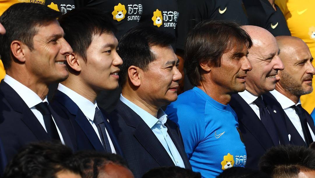 Zhang Jindong e il figlio Steven con  Zanetti, Conte, Marotta e Ausilio. Getty