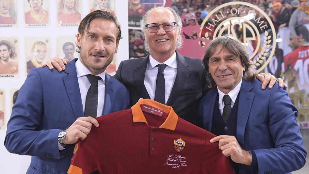 Paulo Roberto Falcao con Francesco Totti e Bruno Conti. Laresse