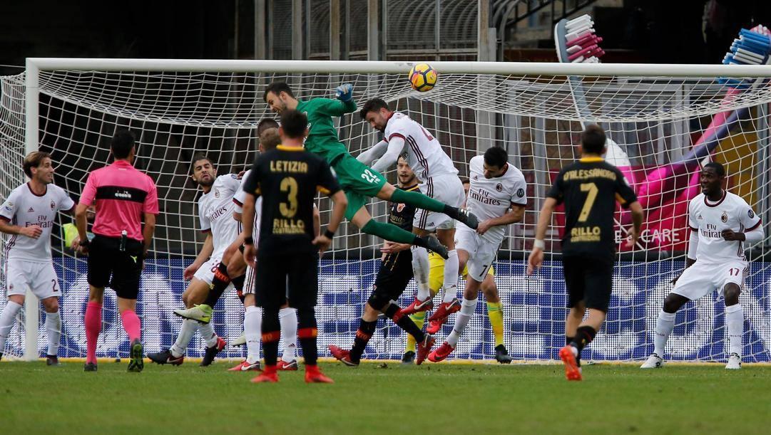 Il gol del 2-2 di Brignoli in Benevento-Milan del 3 dicembre 2017. Ansa