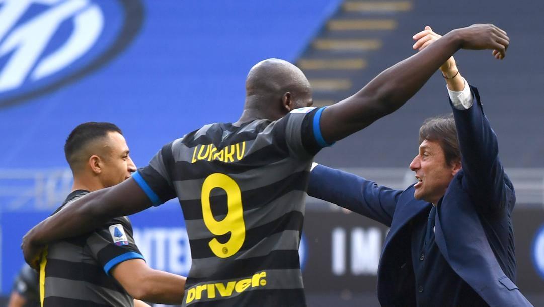 Alexis Sanchez, Romelu Lukaku e Antonio Conte (GETTY)