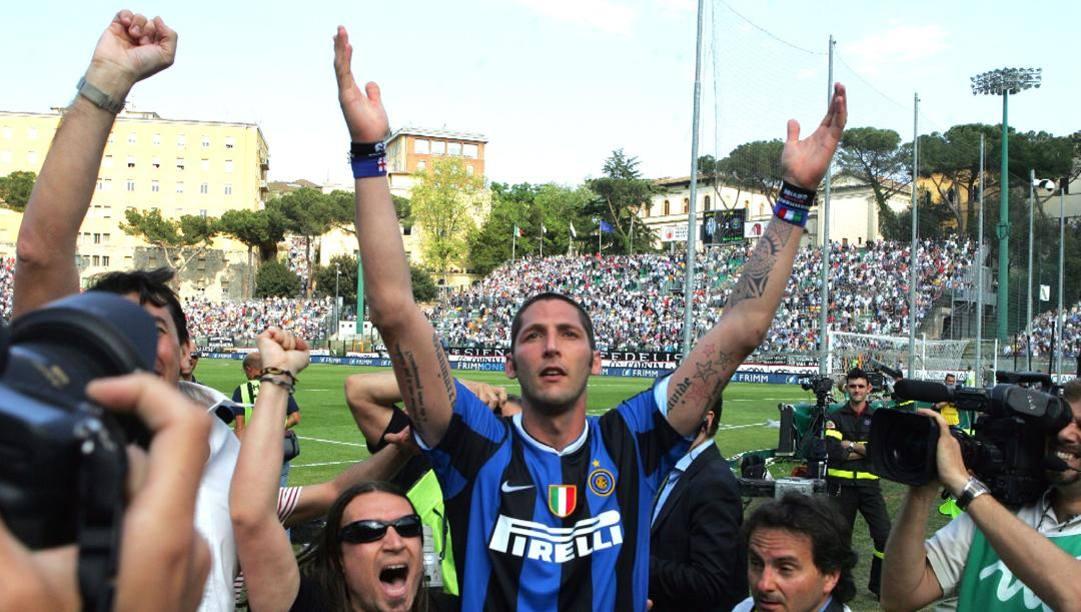 Marco Materazzi a Siena dopo lo scudetto 2007. Ansa