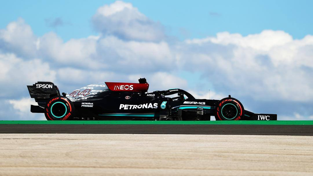 Lewis Hamilton in azione in Portogallo. Getty
