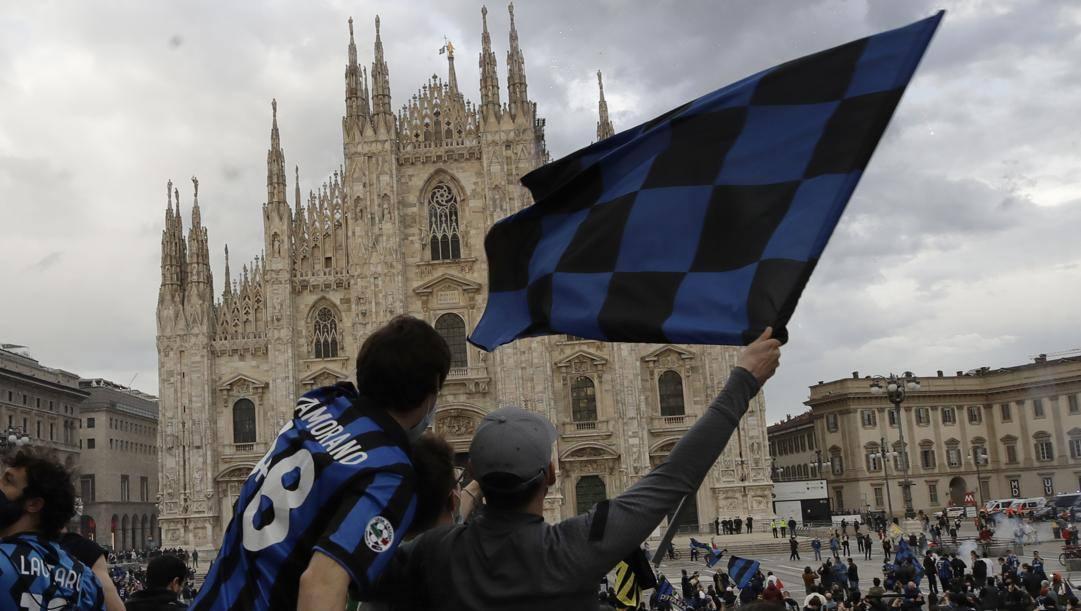 Le celebrazioni per lo scudetto numero 19 nella storia dell'Inter in Piazza Duomo nella giornata di domenica 2 aprile 2021. AP