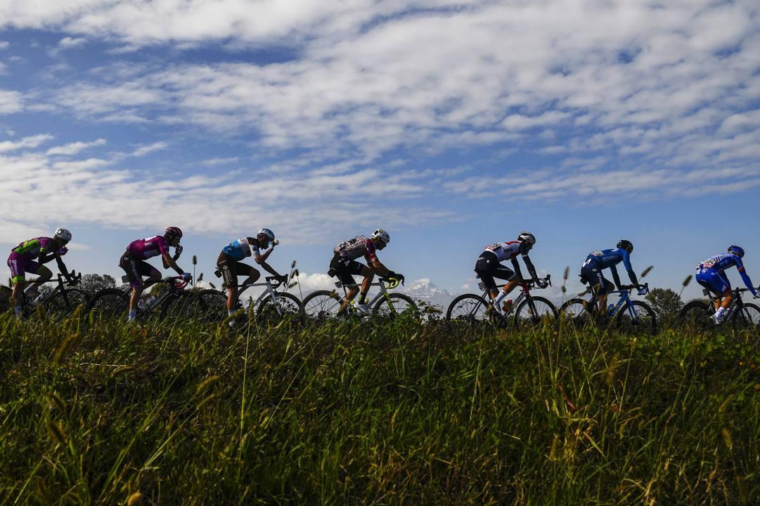 Un passaggio del gruppo durante l'ultima edizione del Giro d'Italia