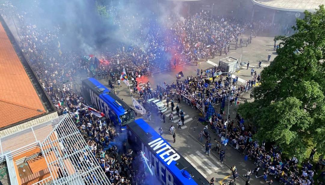 L'arrivo dell'Inter in vista del match contro la Sampdoria. GAZZETTA.IT