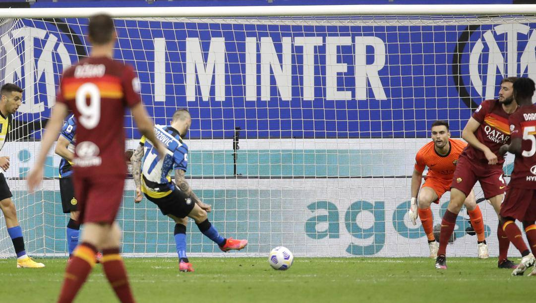 Il gol del momentaneo 1-0 di Brozovic. Ap