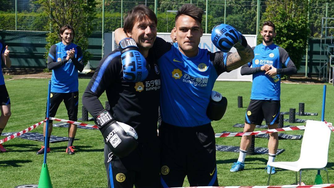 Antonio Conte con Lautaro Martinez. Getty