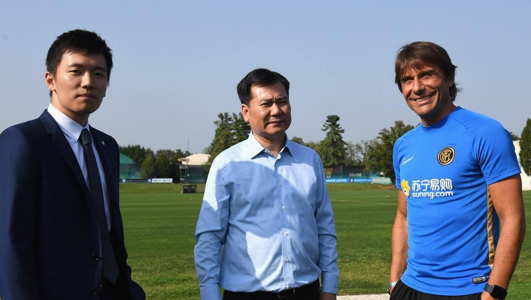 Steven Zhang con il padre Jindong e Antonio Conte. Getty