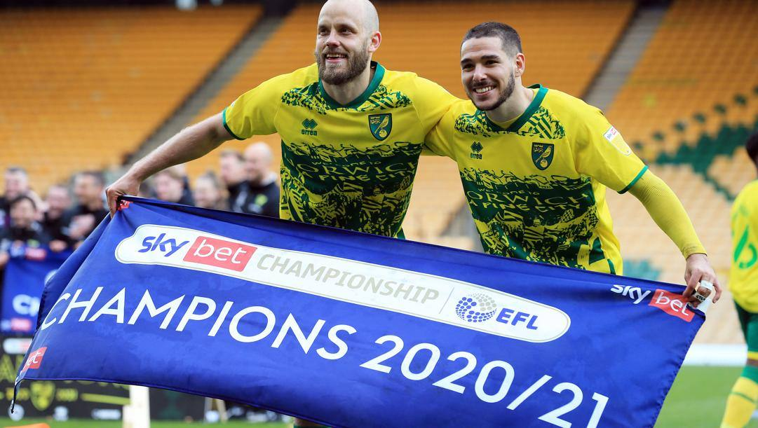 Teemu Pukki e Emiliano Buendia festeggiano la promozione in Premier. Getty