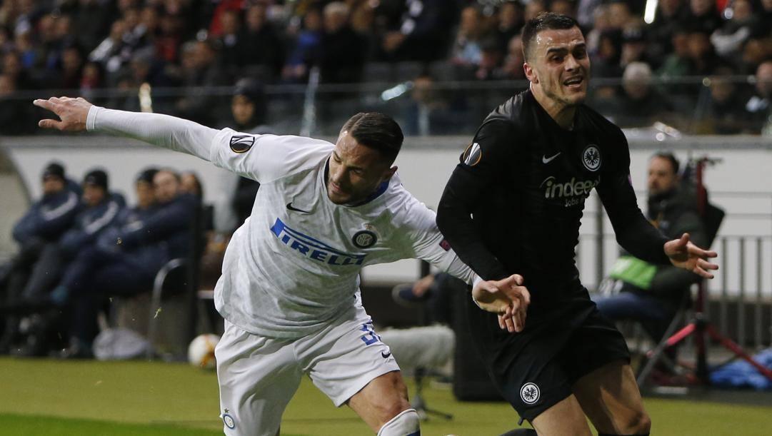 Filip Kostic contro Danilo D'Ambrosio nel 2019. Ap