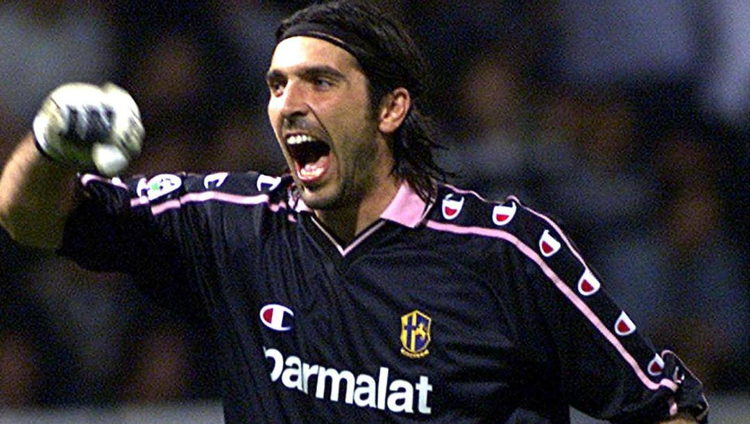 Gigi Buffon, 43 anni, ha debuttato in Serie A col Parma nel 1995. Ansa