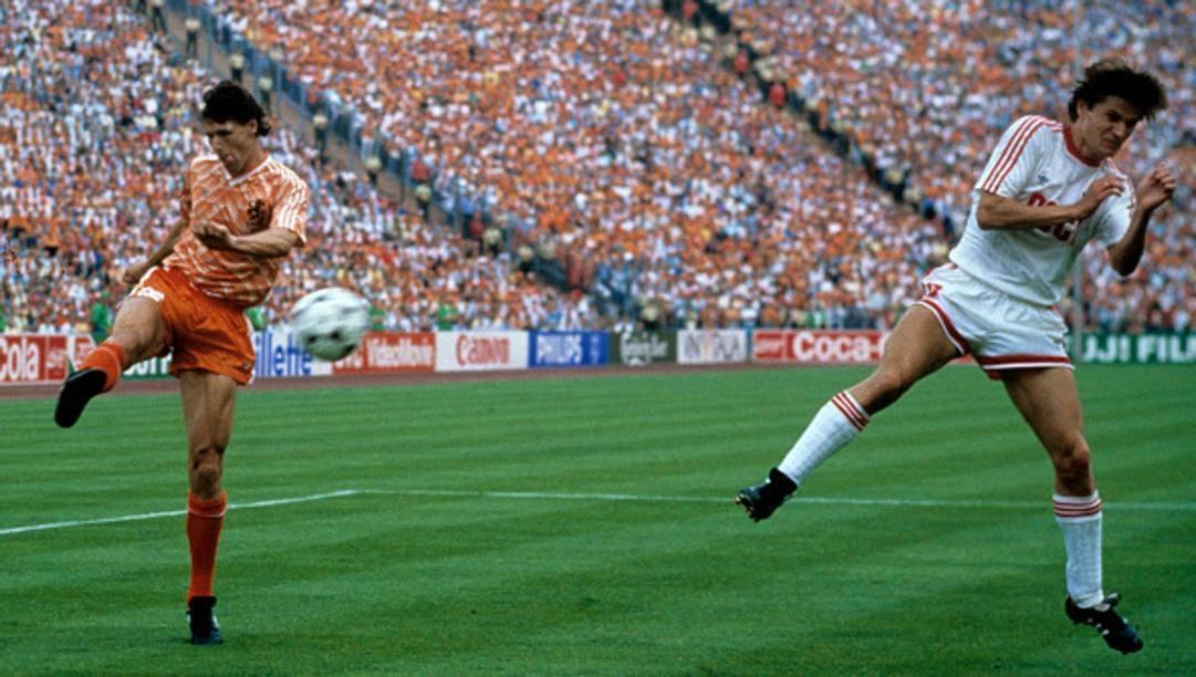 Il fantastico gol di Marco Van Basten all'Europeo del 1988 contro l'Urss (GETTY)