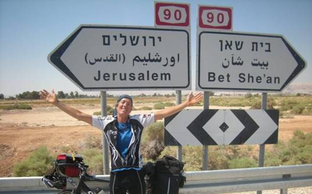 Sara durante uno dei suoi viaggi in bici