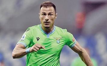 Lazio, prima maglia verde. Tifosi duri: