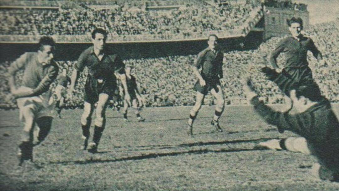Riccardo Carapellese segna il gol del 2-1 per l'Italia