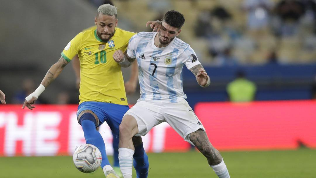 Rodrigo De Paul contro Neymar. Ap