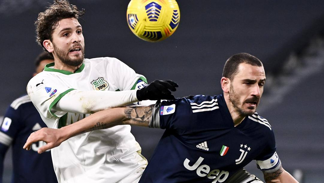 Manuel Locatelli, 23 anni, sgomita con Bonucci in un incrocio di gennaio. Getty