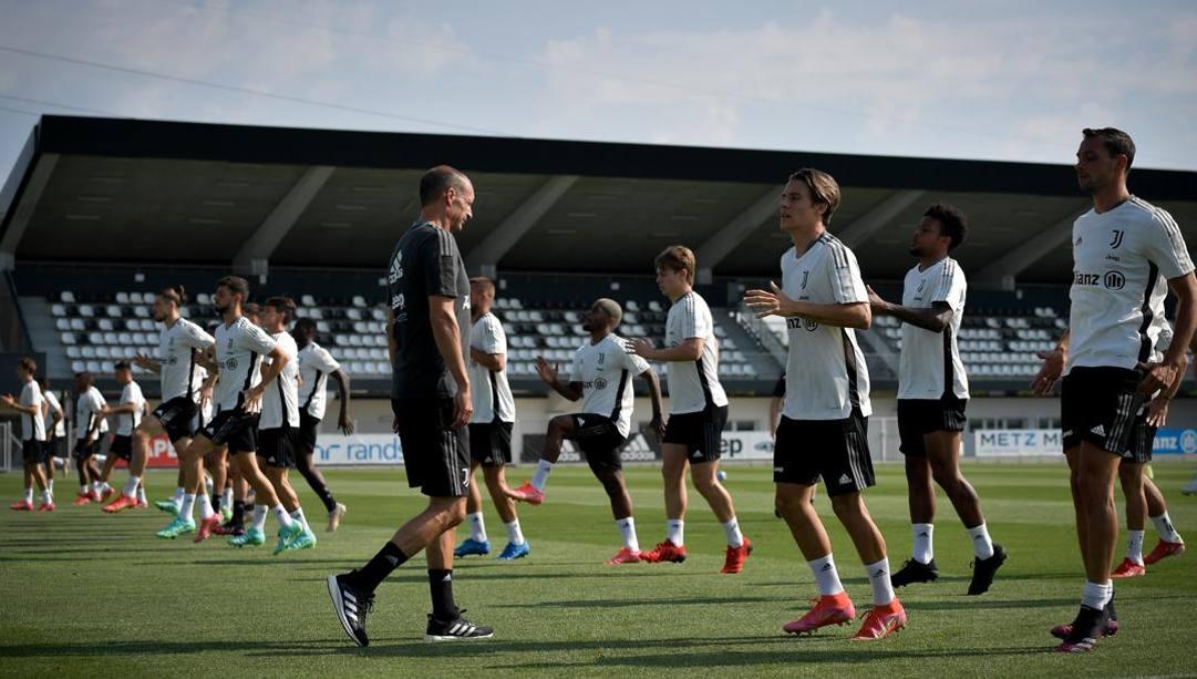 Massimiliano Allegri guida un allenamento della Juve.Getty Images