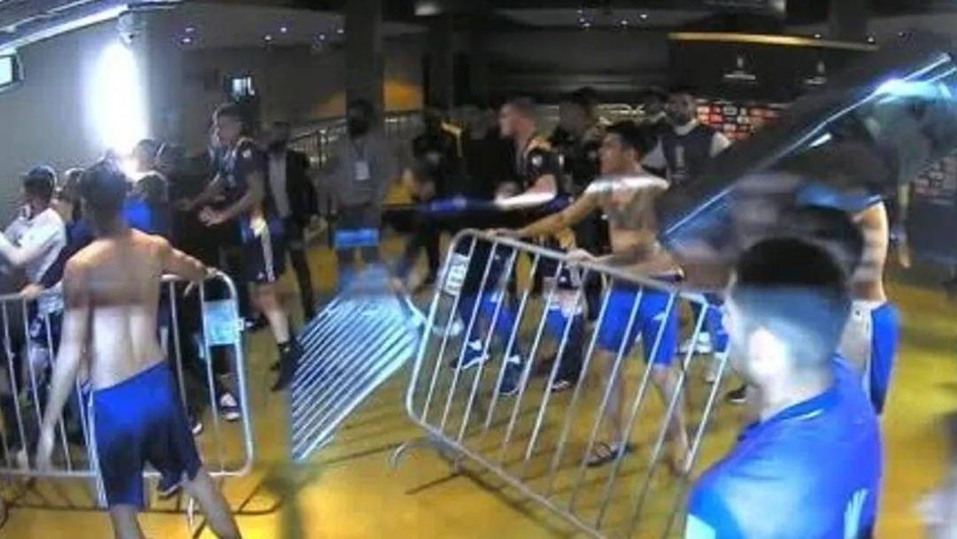 La rissa negli spogliatoi di Atletico Mineiro-Boca