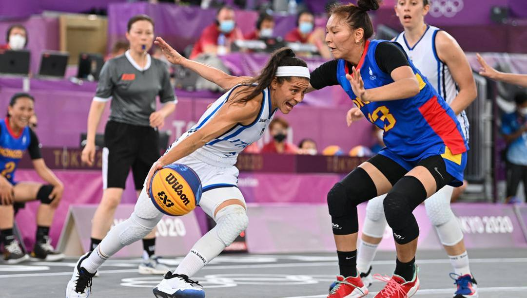 L'azzurra Rae D'Alie prepara un'entrata nella sfida delle azzurre 3x3 contro la Mongolia. Afp