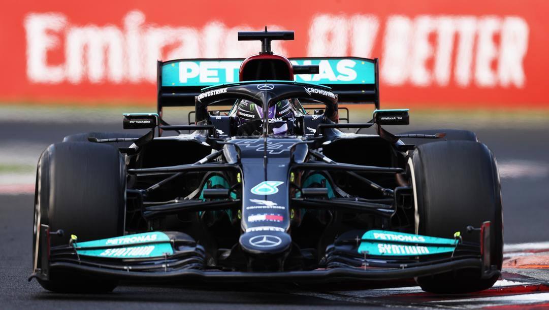 La Mercedes W12 di Lewis Hamilton in azione