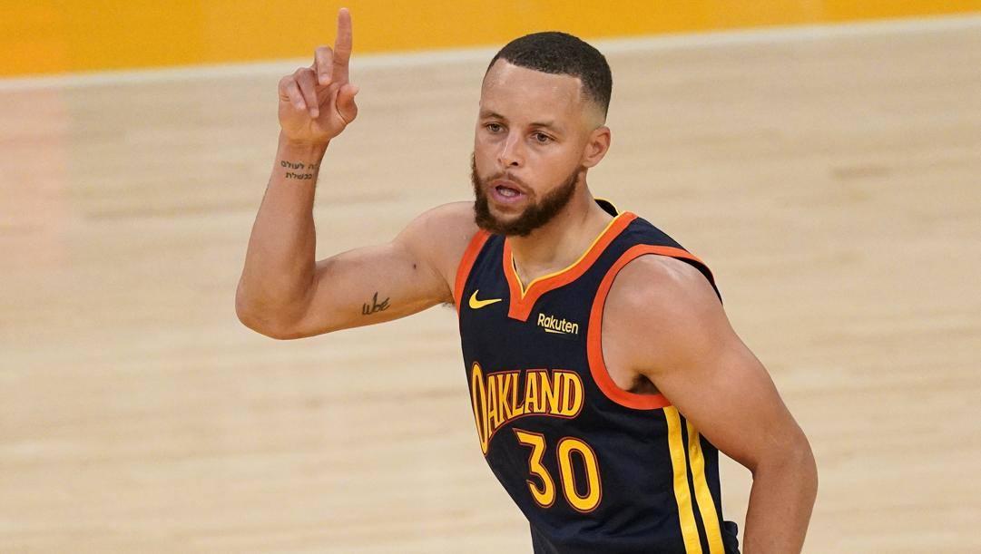 Steph Curry, 33 anni, sarà sotto contratto con Golden State fino al 2026. LaPresse