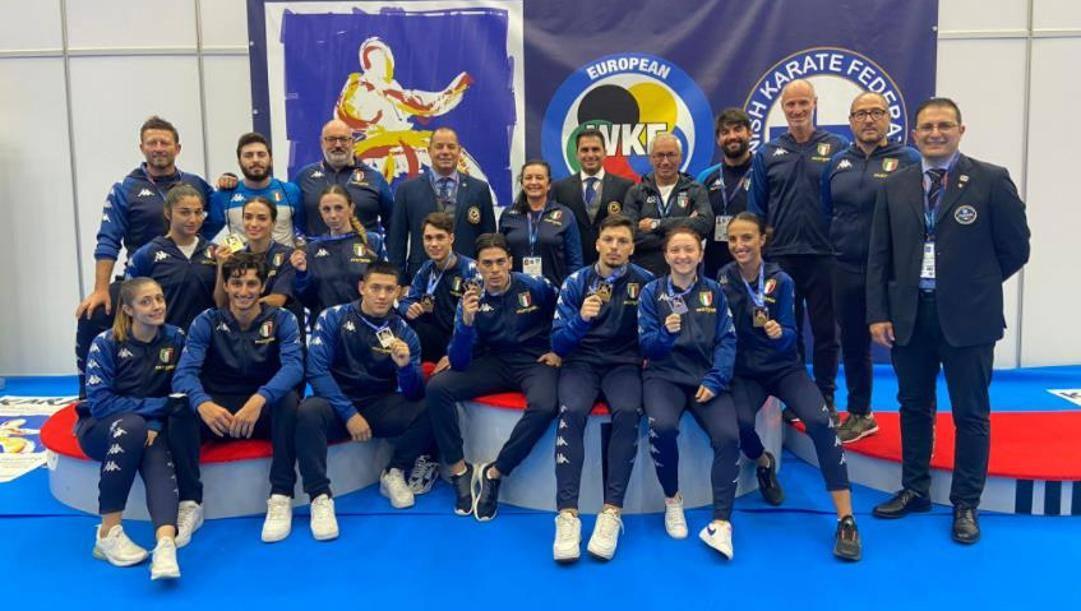 La nazionale giovanile al completo festeggia le medaglie conquistate a Tampere