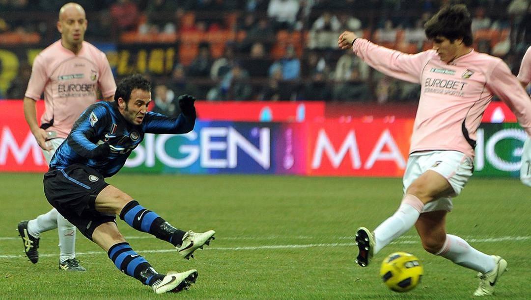 Il gol di Pazzini al Palermo, nel gennaio 2011. Ansa